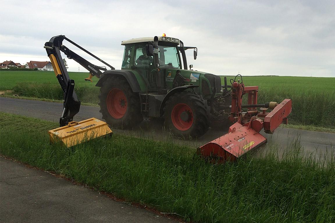 Mäh- und Mulcharbeiten an Straßen und Wegen